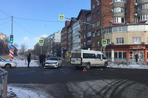 """В Тольятти столкнулись """"Киа"""" и маршрутка, пострадала пассажирка автобуса   CityTraffic"""