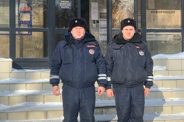 Полицейские Самары вытащили из снега внедорожник, в котором замерзала семья | CityTraffic