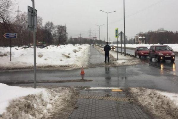 В Самаре водитель внедорожника сбил пенсионерку на переходе и отвез ее в больницу   CityTraffic