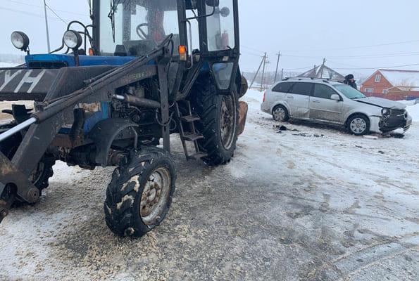 В Самарской области автомобиль «Шевроле» врезался втрактор
