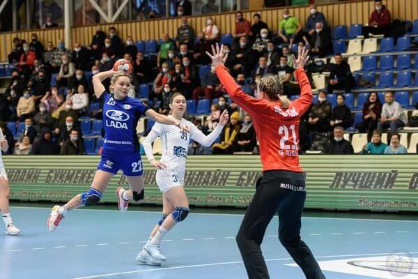 Гандбольная «Лада» в принципиальном матче побеждает ЦСКА | CityTraffic