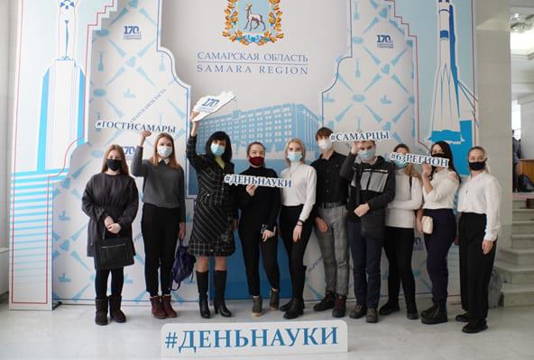 В День науки Дмитрий Азаров передал здание правительства молодым ученым