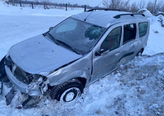 В Самарской области «Лада» врезалась в снежный вал, пострадали два человека | CityTraffic