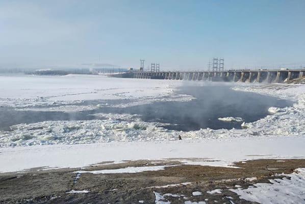 В Тольятти спасатели ночью возле ГЭС искали рыбака на дрейфующей льдине | CityTraffic