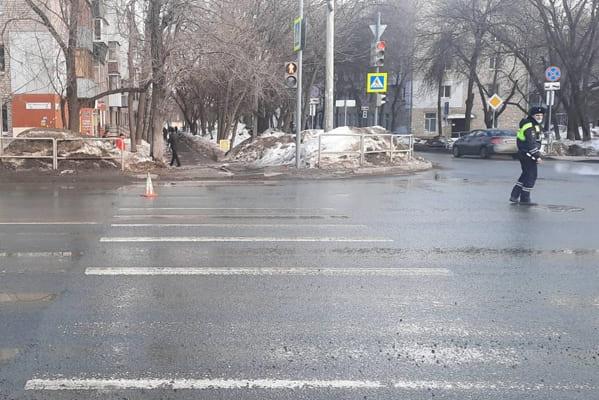 В Самаре водитель вазовской легковушки сбил мужчину на пешеходном переходе | CityTraffic