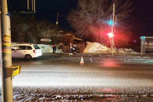 В Самаре под машину попал 57-летний пешеход, который переходил дорогу на запрещающий сигнал светофора | CityTraffic