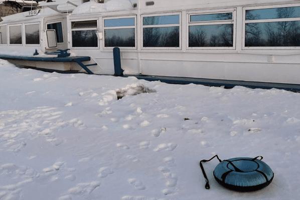 В Новокуйбышевске женщина и ребенок погибли, провалившись в промоину на реке Кривуша | CityTraffic