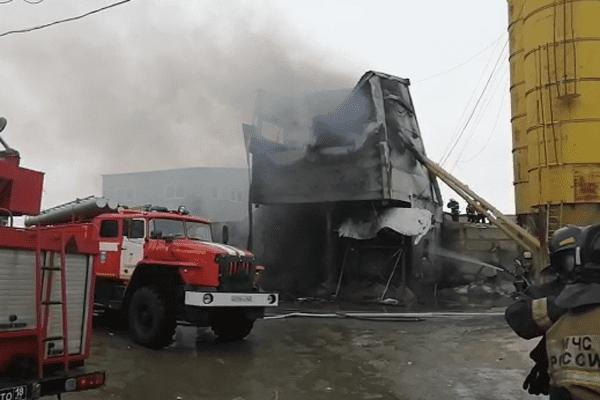 В Самаре 96 человек тушат горящее производственное здание   CityTraffic