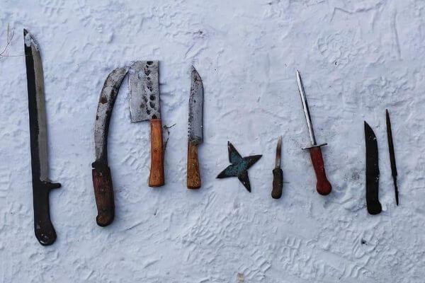 Житель Самарской области изготавливал тесаки, мачете, кинжалы и звездочки | CityTraffic