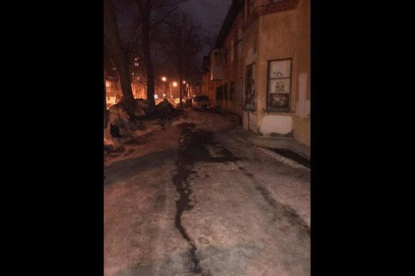 В Самаре женщину убило глыбой льда, упавшей с крыши дома | CityTraffic