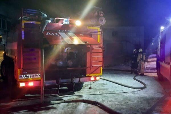 В Самаре ночью 96 человек тушили склад с полимерными трубами | CityTraffic