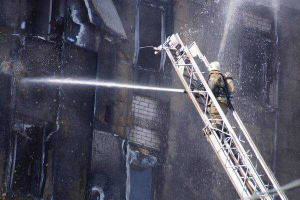 """При монтаже фасада горевшего ТОЦ """"Скала"""" произошла подмена материалов   CityTraffic"""