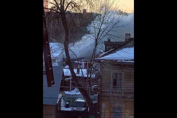 В Самаре 30 человек тушили дом на Арцыбушевской | CityTraffic