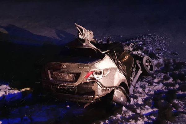 Двое взрослых и ребенок погибли в столкновении легковушки и грузовика в Самарской области | CityTraffic