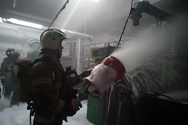 В Самаре 95 человек тушили горящее масло в ванне | CityTraffic