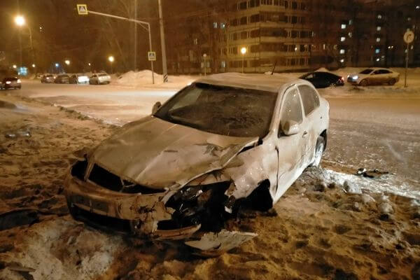 В Тольятти пьяный водитель устроил аварию, пострадали две женщины | CityTraffic