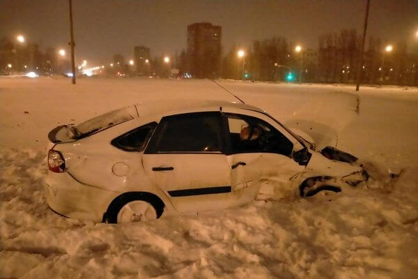 В Тольятти пьяный водитель устроил аварию, пострадали две женщины   CityTraffic
