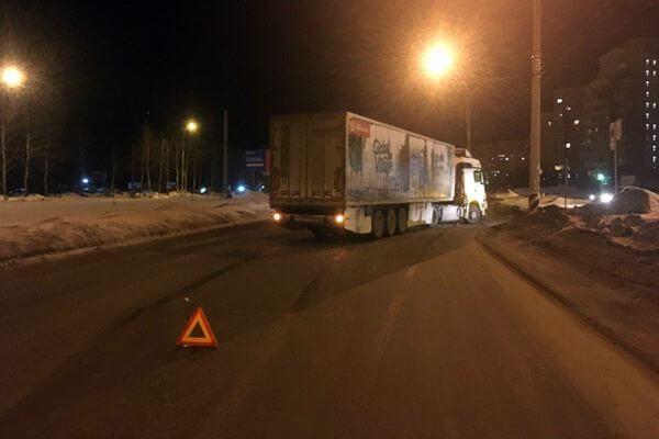 "В Тольятти КамАЗ опрокинул ""Весту"" | CityTraffic"