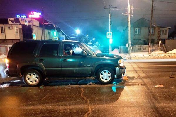 В Самаре внедорожник сбил мужчину, который переходил дорогу на красный свет | CityTraffic