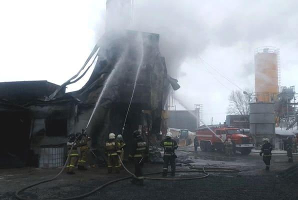 В Самаре пожар на территории производственной базы тушили более трех часов | CityTraffic