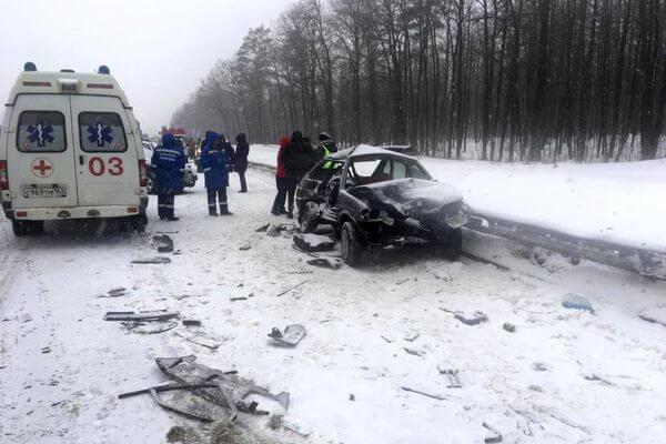 На трассе М-5 в Тольятти за несколько секунд произошло столкновение 4 автомобилей | CityTraffic