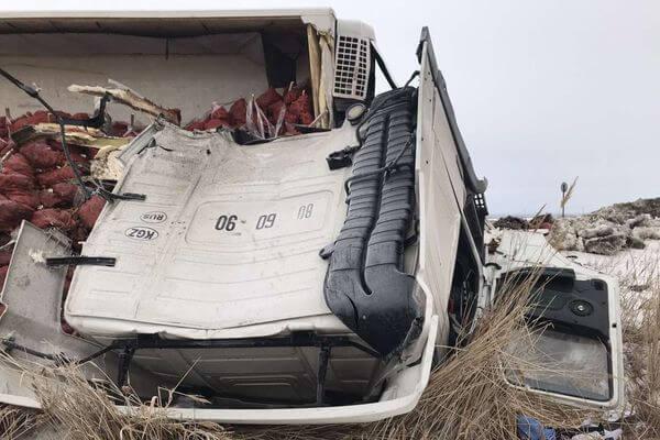 В Самарской области столкнулись два грузовика, пострадал водитель   CityTraffic