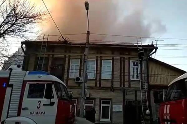 В Самаре из горящего дома эвакуировали женщину | CityTraffic