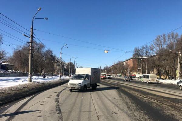 В Самаре фургон ГАЗ сбил пешехода | CityTraffic