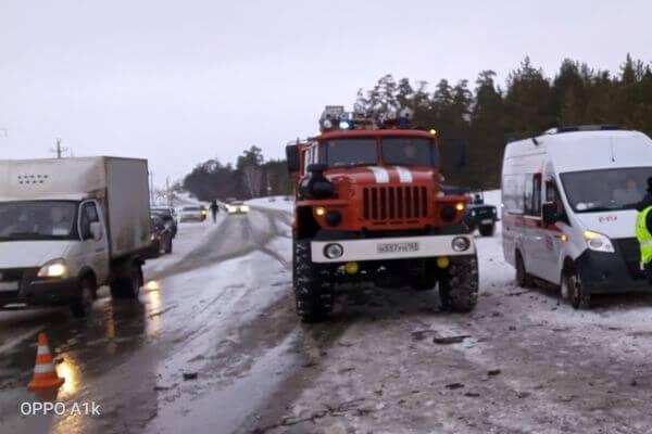 Под Самарой столкнулись грузовик и легковушка, есть погибшие | CityTraffic