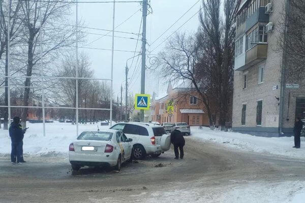 В Тольятти таксист без российских прав врезался во внедорожник | CityTraffic