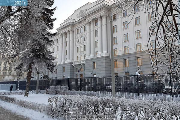 Из-за переноса  Самарского арбитражного суда в центр города ближайшие дворы заполнили машины, приезжающие туда | CityTraffic