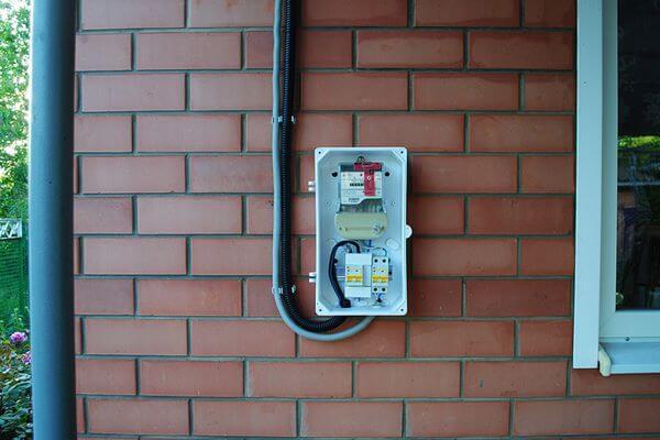 Должен ли дачник устанавливать счетчик электроэнергии на доме со стороны улицы | CityTraffic