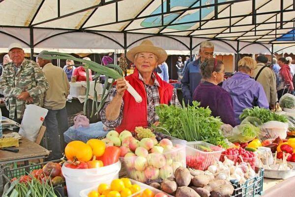Приличные торговые места для пенсионеров хочет видеть в Тольятти глава города | CityTraffic
