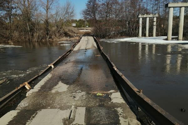 В Самарской области подтопило мост в районе поселка Малиновый куст | CityTraffic