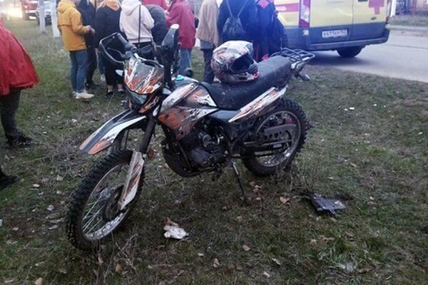 Девочка 13 лет покалечилась, катаясь с 15-летним парнем на мотоцикле в селе Ягодное под Тольятти | CityTraffic