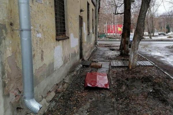 Жителю Самары отрезало кисть упавшим куском кровли | CityTraffic