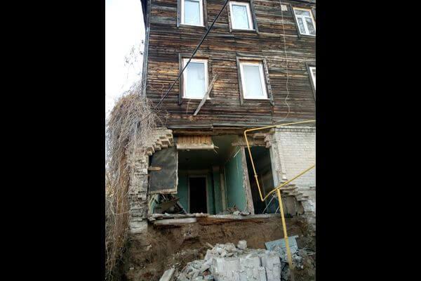 В Самаре обрушилась стена 3-этажного дома на улице Садовой | CityTraffic