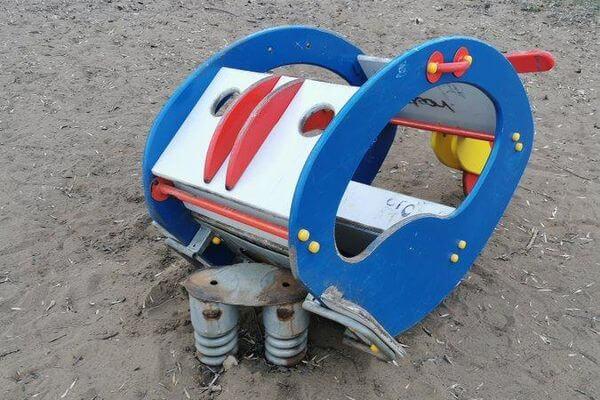 В Самаре демонтируют качели, упавшие на голову пятилетнему ребенку | CityTraffic