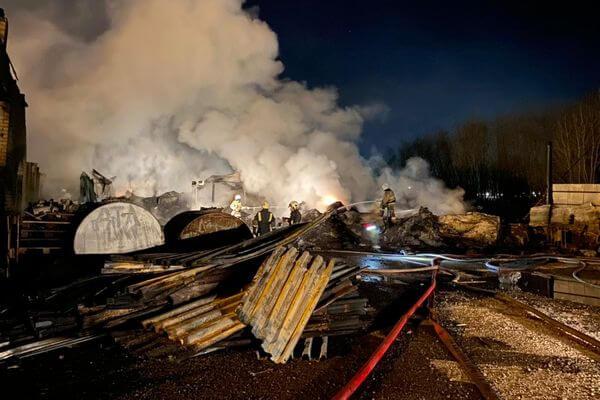 Пожар на производстве резиновой продукции в Кинеле потушили за 8 часов | CityTraffic