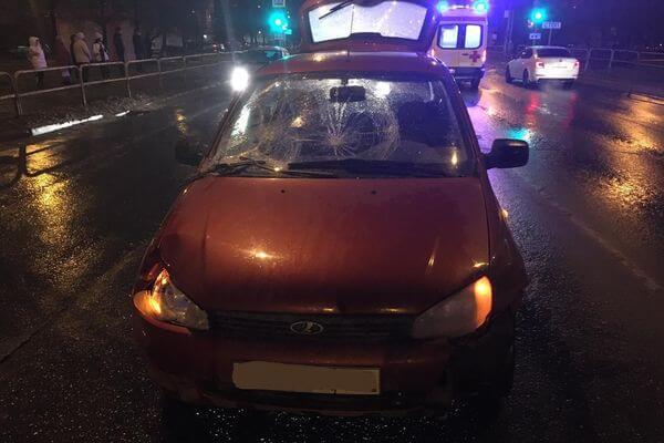 В Тольятти сбили мужчину, который переходил дорогу на красный свет | CityTraffic