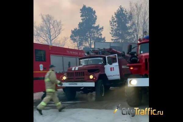 В Зеленой зоне Тольятти сильный пожар - горит трава | CityTraffic