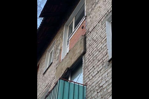 В Сызрани балкон рухнул вместе с женщиной | CityTraffic