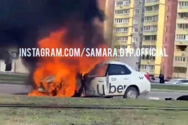 В Самаре на улице Ново-Вокзальной загорелся автомобиль такси | CityTraffic