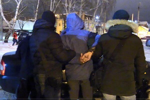 Житель Самарской области пытался получить секретные документы предприятия, выполняющего оборонный заказ, для иностранных конкурентов | CityTraffic