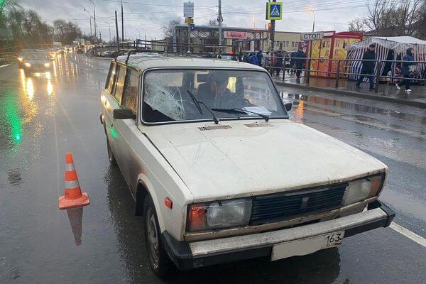 В Самаре под колеса вазовской классики попала женщина, переходившая дорогу не в том месте | CityTraffic