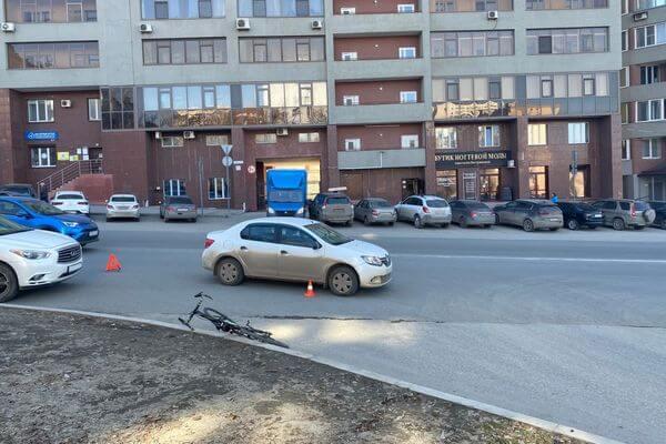 "В Самаре велосипедист попал под ""Рено"" | CityTraffic"
