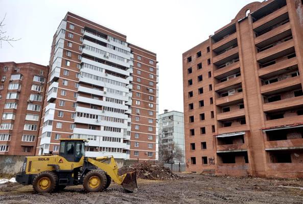 В Тольятти возобновили строительство проблемного дома на улице Баныкина | CityTraffic