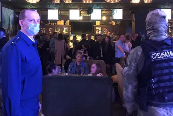 В Тольятти сотрудники прокуратуры отправили 11 посетителей бара проверяться на наркотики   CityTraffic