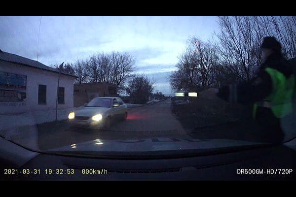 Полицейским Чапаевска пришлось прострелить колеса нарушителя | CityTraffic