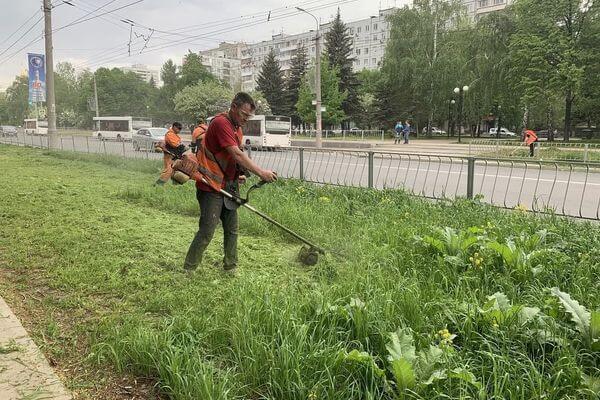 В Самаре начали косить траву раньше привычного срока | CityTraffic